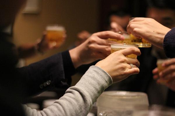 居酒屋での飲み