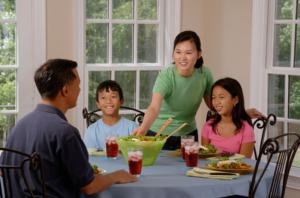 朝の時間 父親と子供、家族のふれあい